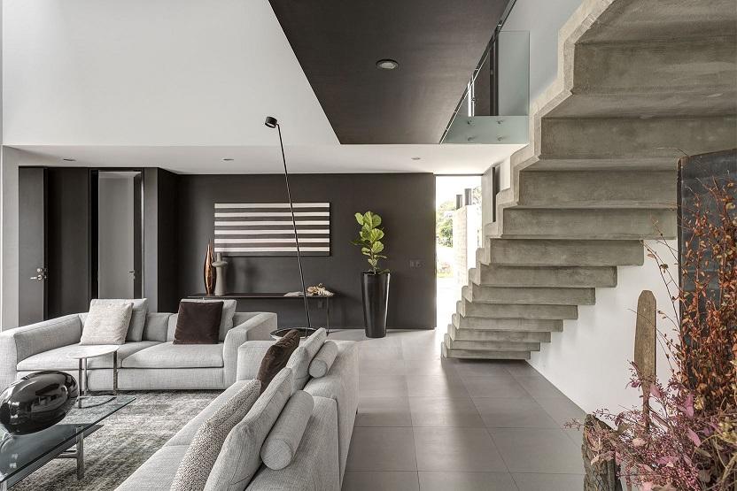 lassala orozco Casa Domus Tuam para la venta en Guadalajara. México. Decoración de interiores y mobiliario by Esencial. Escalera de concreto