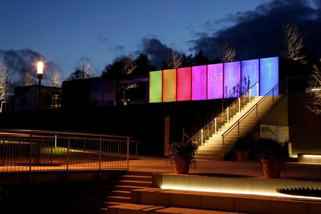 led integrado en vidrio lightglass-berlin-park-1024x683