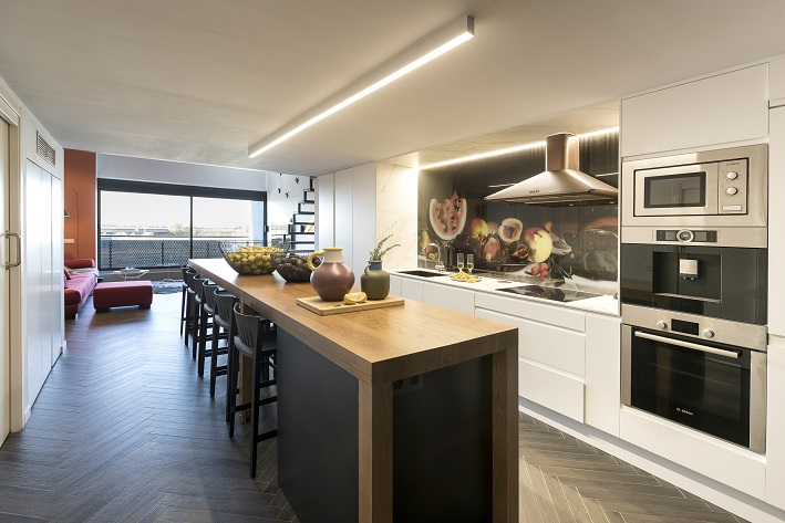 loft en Valencia para un single. Tiovivo Creativo estudio interiorismo . Cocina integrada
