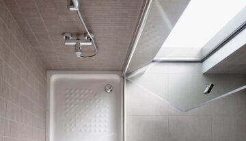 ¿Qué tipo de mampara de ducha es mejor para un baño pequeño?