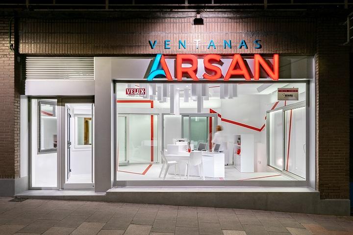 mara pardo estudio. Showroom ventanas Arsan Santander. Rehau, Cortizo, Velux