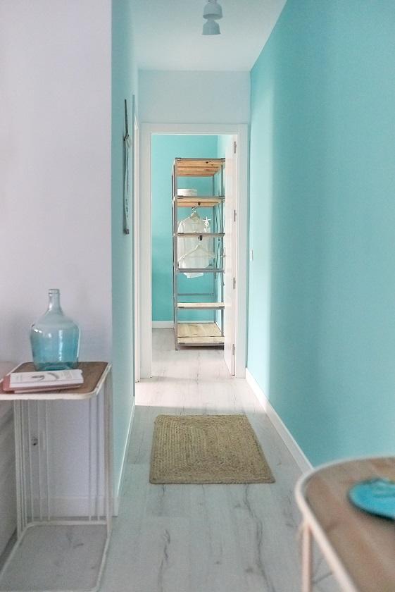 Neurointeriorismo. Diseño de interiores y felicidad después de la pandemia. Asun Tello Atinteriorismo.com. Diseño pasillo color turquesa