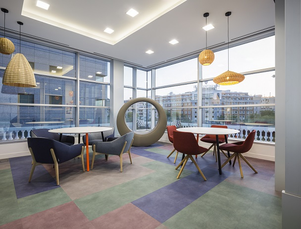 nuevas oficinas sostenibles INTU en el Paseo de la Castellana de Madrid . Sillones Inclass