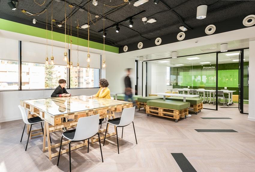 oficinas banco wizink en madrid muebles con palets