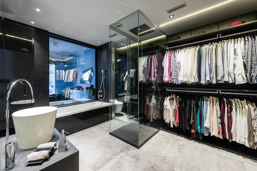 piso Ensanche Barcelona diseño de SINCRO. Vestidor con baño incorporado