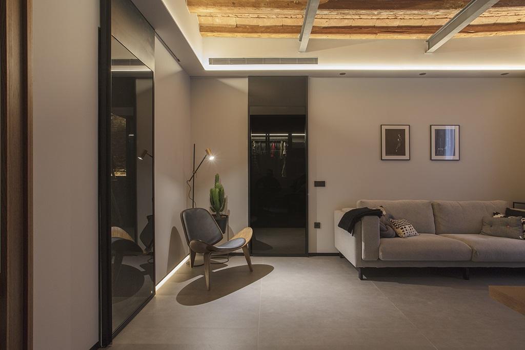 setrabe arquitectura. Rehabilitacion en el Born de Barcelona .Iluminacion perimetral led 2700k