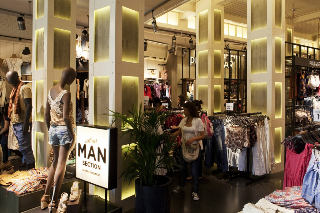 pull-and-bear_madrid_1 Iluminacion en retail Leds c4