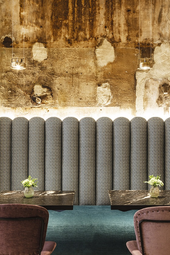 restaurante we bistrot Barcelona . detalle banco tapizado telas Gancedo