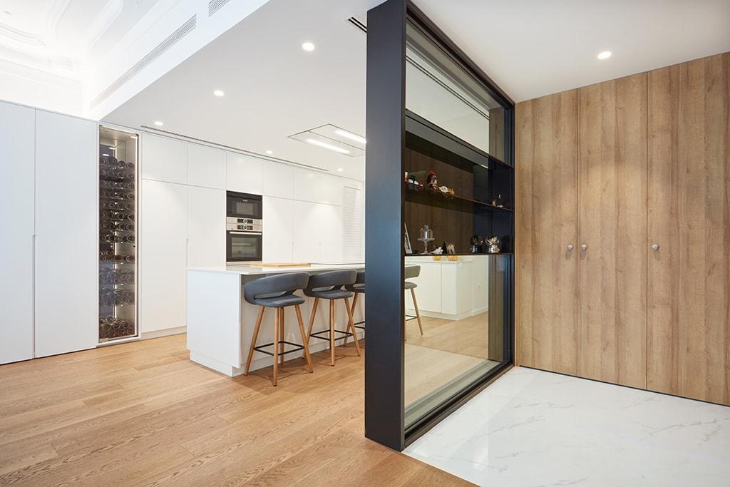 setrabe arquitectura valencia. reforma vivienda en ruzafa . Separador cocina y salón