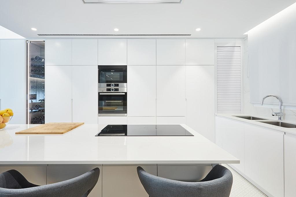 setrabe arquitectura valencia. reforma vivienda en ruzafa (9) Cocina blanca