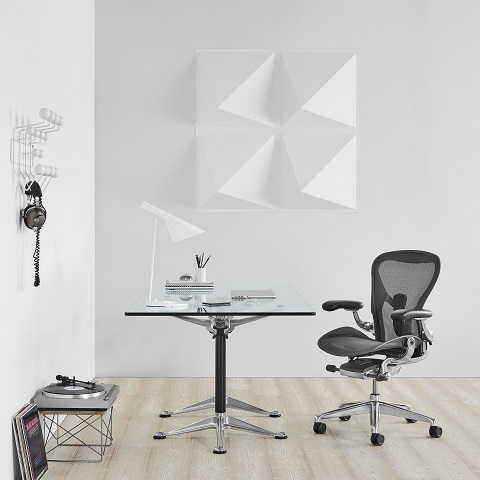 showroom Koff en Madrid. Herman Miller Spain Silla Aeron , Mesa Burdick