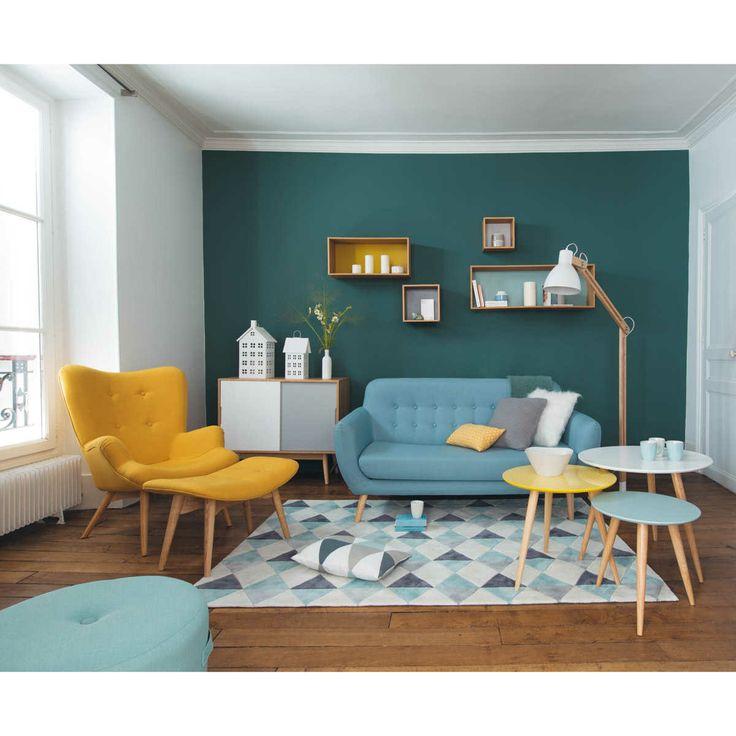 Como elegir un sofa. Modelo retro en color azul y sillon amarillo