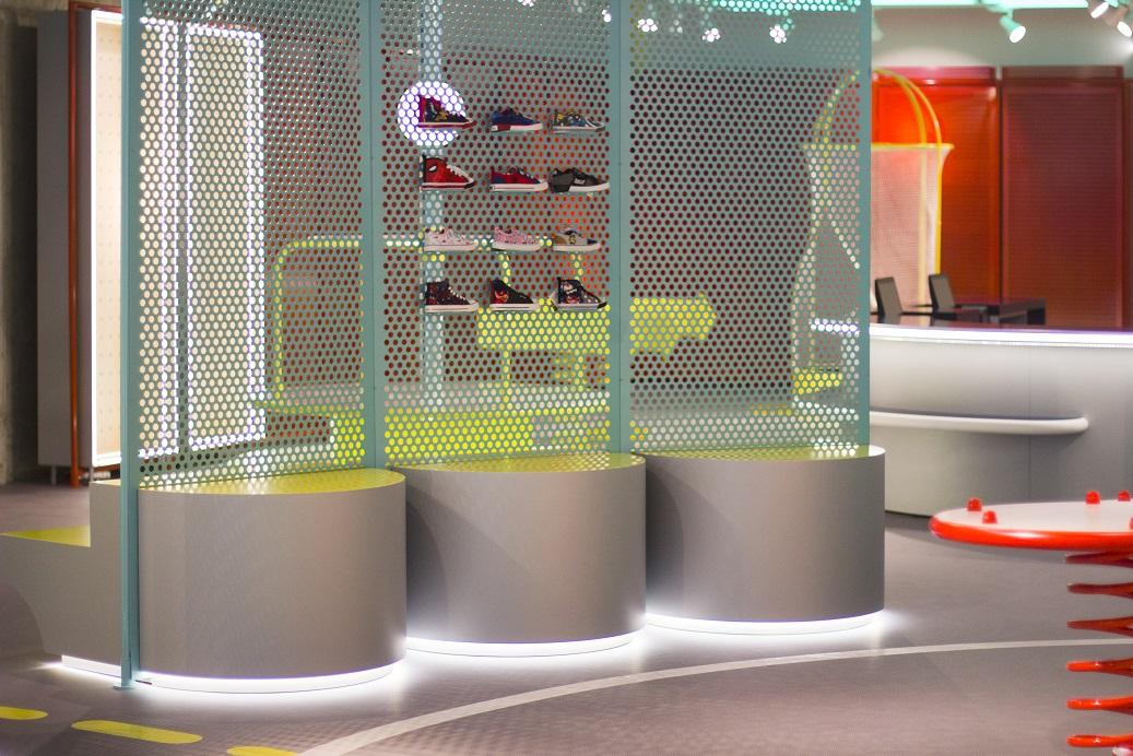 supermoments nuevo concepto retail tienda infantil diseno de culdesac supermoments tienda  supermoments valencia  super moments aqua