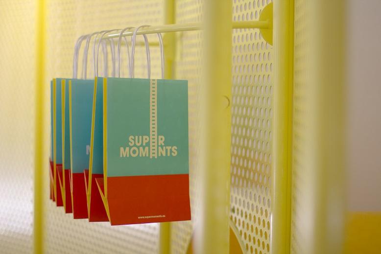 supermoments nuevo concepto retail tienda infantil diseno de culdesac  expositor bolsas