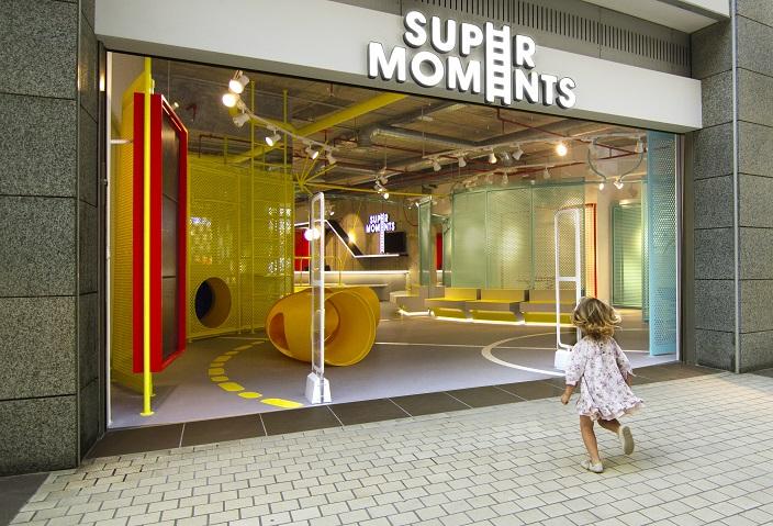 supermoments nuevo concepto retail tienda infantil diseno de culdesac . Centro comercial Aqua Valencia