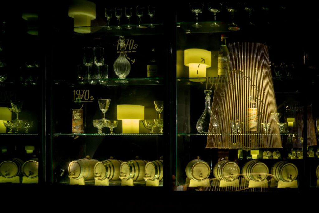 the-other-room-cocteleria-singapur-lagranja-design-botellero
