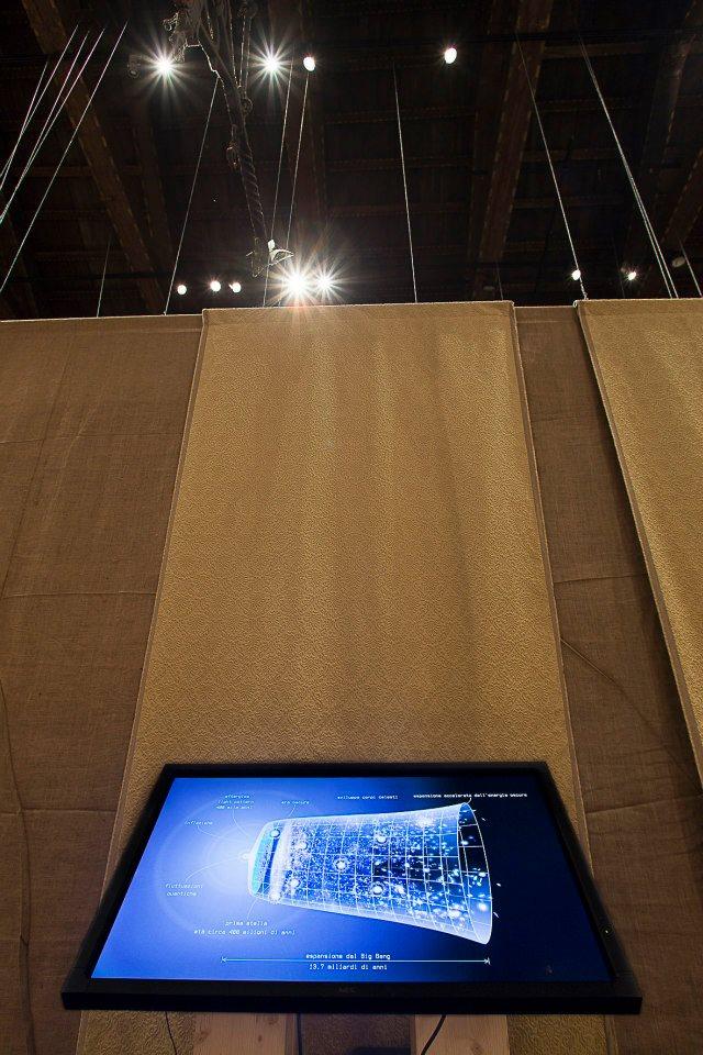 touch screen sul Big Bang prodotto dall'Istituto Nazionale di Astrofisica