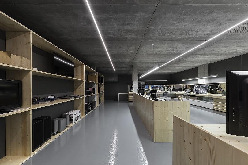 unitec Pontevedra. Centro reparación electrodomesticos. Nan Arquitectos (