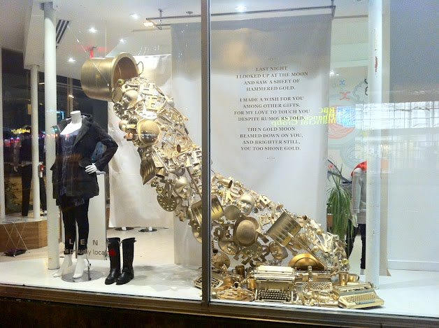 window-dressing-heart-of-gold-1 adornos de navidad originales